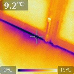 Thermographie infrarouge d'une fuite d'air d'une huisserie